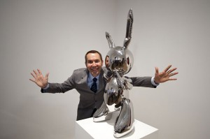 Jeff Koons and his rabbit sculpture.